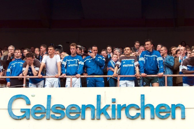 Bizarre ontknoping in Bundesliga, Schalke 04 waande zich in 2001 vier minuten kampioen: 'We stonden als zombies naar de menigte te staren'