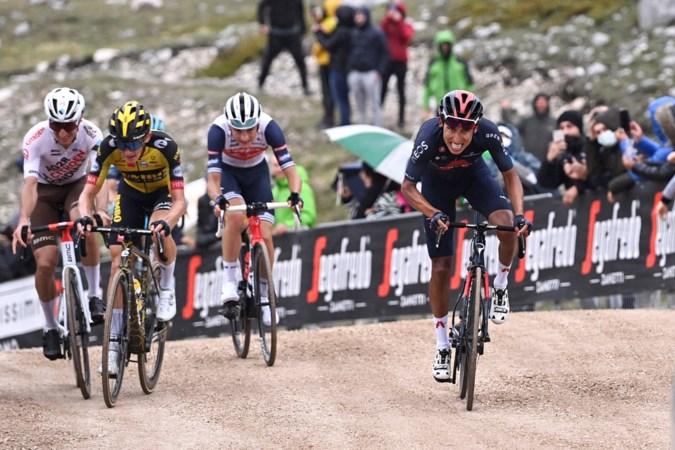 Bernal verlost van rugklachten en geroerd door het roze in de Giro; Bouwman tot 400 meter voor de finish kansrijk
