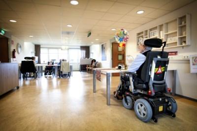 Zorgen om hoog aantal lege bedden in verpleeghuizen: 'Mensen hebben die intensieve zorg nodig'