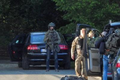 Speciale eenheden maken in Belgisch bosgebied net over de grens jacht op zwaarbewapende militair