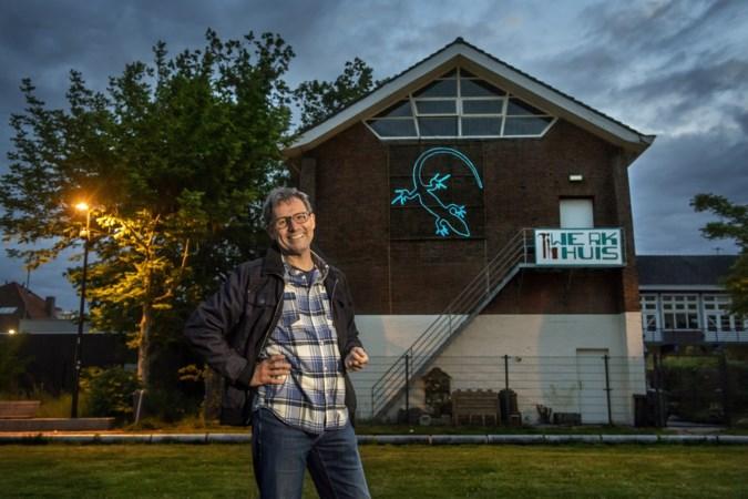 Kunstenaar brengt met lichtkunstwerk een ode aan de muurhagedis