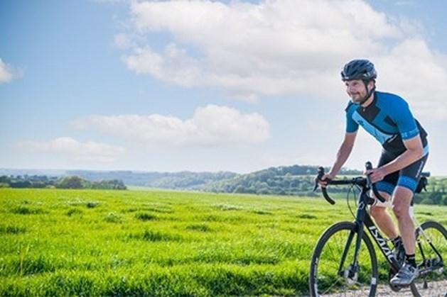 Longarts Zuyderland fietst van Sittard naar Maastricht voor 'The White Ribbon Tour'