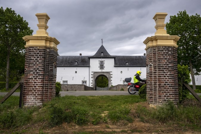 De 'verloren' pilasters van kasteel Geulle staan weer fier overeind en zijn klaar voor de toekomst
