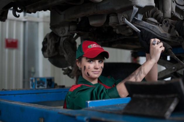 Hoe kun je de motorolie van je auto verversen?