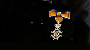 Koninklijke onderscheiding voor jarenlange inzet bij schutterij Buchten
