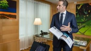 Werkweken van ruim honderd uur voor minister Hugo de Jonge: 'Ik heb thuis bewust mijn bureau in de woonkamer gezet'