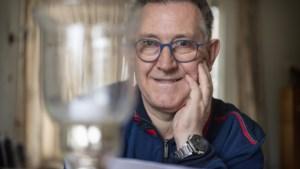 Theo (60) uit Spaubeek overwon zijn schaamte en helpt nu andere laaggeletterden: 'Ik kon vroeger nooit de weg vinden'
