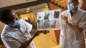 Posters over hun leven helpen bij behandeling van mensen met dementie: 'Je ziet zijn ogen glinsteren van plezier'