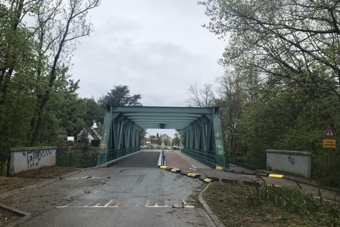 Weer werkzaamheden aan de weg bij de Locht in Kerkrade