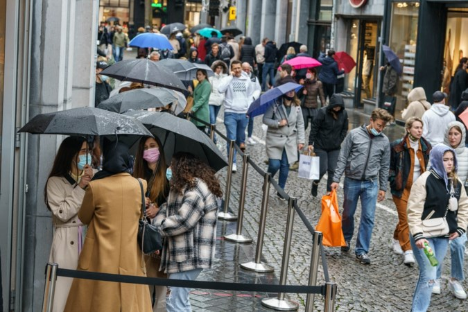 Winkelomzet Maastricht stijgt explosief, de toerist koukleumt op het terras