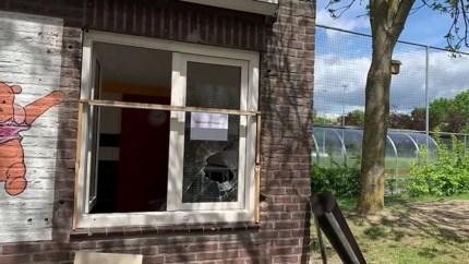 Video: Speeltuin op slot na nachtelijke inbraak en vernielingen