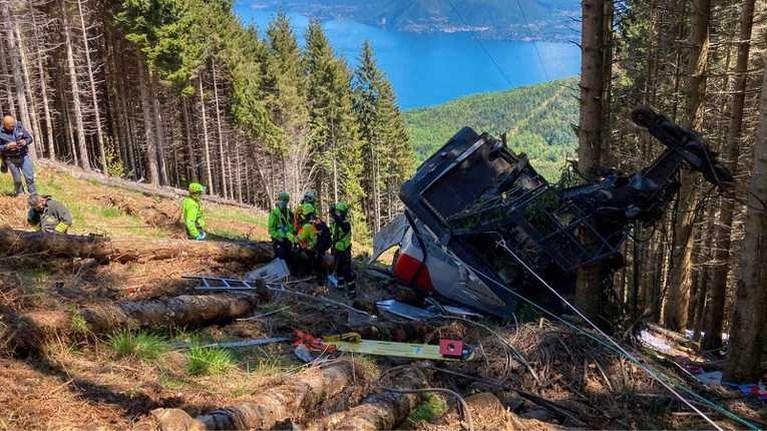 Cabine kabelbaan stort op grote hoogte neer bij Lago Maggiore in Italië: 13 doden