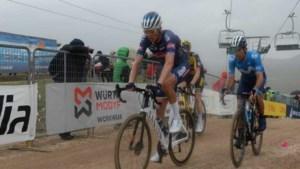 Oscar Riesebeek laat zich aftroeven door Victor Campenaerts in de Giro