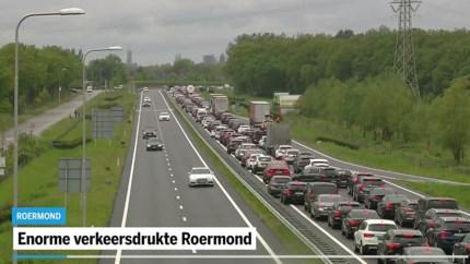 Video: Grote verkeersdrukte in Roermond door koopjesjagers