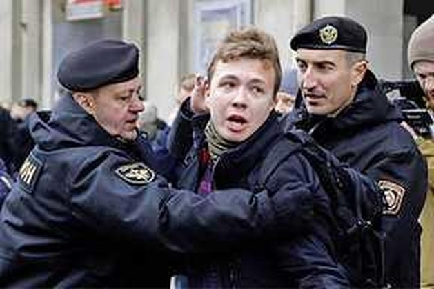 EU wil internationaal onderzoek naar arrestatie Wit-Rusland, oppositieleider vreest voor leven journalist