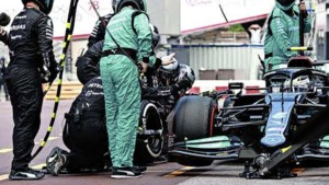 Voorwiel van Mercedes van Bottas zit dag na Grand Prix nog steeds vast