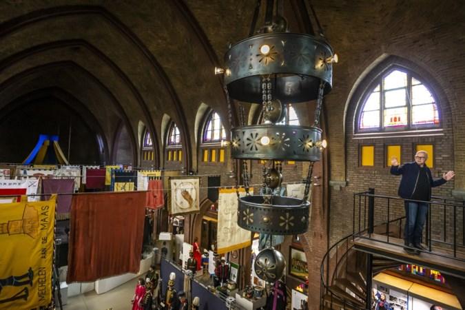 Limburgs Schutterij Museum in Steyl krijgt een kroonluchter van dik vierhonderd kilo in bruikleen