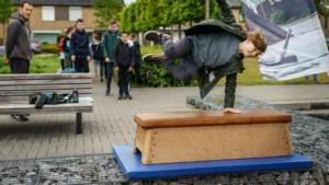 'Verveelde jeugd' in Stein maakt backflips tijdens clinic freerunnen: leuk alternatief voor als de wifi uitvalt