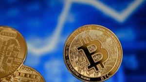 Waarde bitcoin fors onderuit door nieuws over Tesla