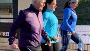 Blinde Anny Eggen (63) kan dankzij buddy's hardlopen: 'Ik geef me totaal aan hun over en ik vertrouw ze'
