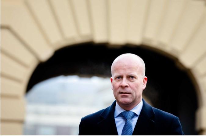 Staatssecretaris Raymond Knops sleept De Limburger en NRC voor de rechter