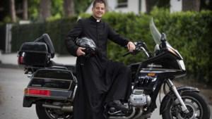 Hoe een motorrijdende prins carnaval de eerste Limburgse priester sinds jaren werd