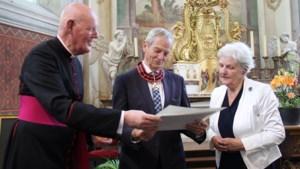 Hoge pauselijke onderscheiding voor Joep Pluymaekers tijdens opening Lourdesexpositie in Houthem