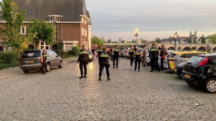 Aanwezigen in te druk Griendpark in Maastricht keren zich met geweld tegen politie