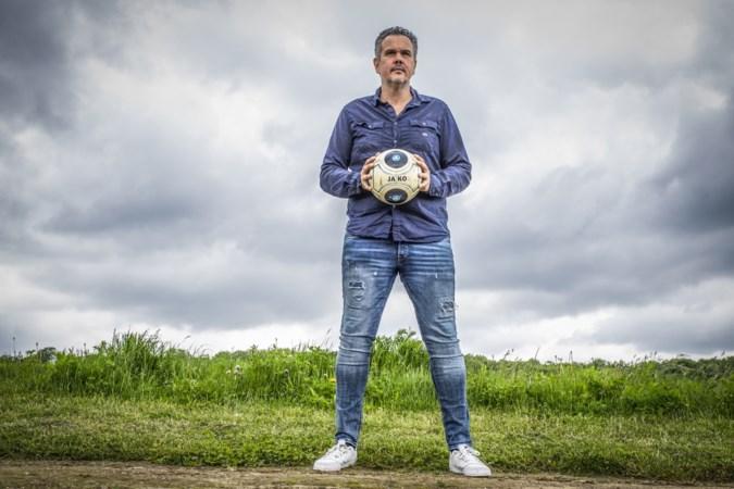 Jeugdkeepers krijgen training van oud-prof Sieb Dijkstra: 'Ook al gaat het slecht, blijf in jezelf geloven'