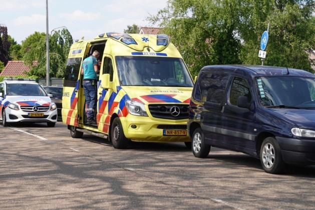 Ongeluk door fout geparkeerde bestelauto in Weert
