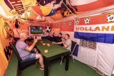 Straat in Roermond kleurt oranje voor EK voetbal: 'De kwartfinale gaan we zeker halen, let maar op'