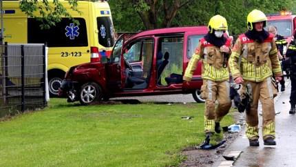 Video: Vrachtwagen en auto botsen tegen elkaar in Horst: twee gewonden