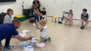 Gedetineerden PI Sittard naaien mondmaskers voor poppen van kwetsbare kinderen