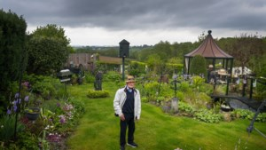 Weduwnaar Nic geeft uitgebreide rondleidingen door zijn kleurrijke tuin in de Rott om de eenzaamheid te verdrijven