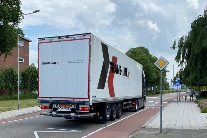 Folders en betere bewegwijzering voor truckers moeten straten in Urmond ontlasten en veiliger maken