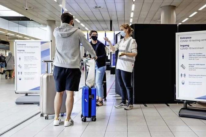 Reiziger verrast door geschuif met PCR-test