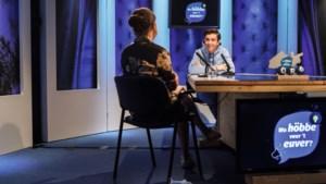 Julian (18) uit Roermond heeft zijn eigen talkshow op tv: 'Ik werd voor de leeuwen gegooid'