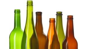 Leerlingen groep 8 basisschool Neeritter hopen op zoveel mogelijk lege flessen om schoolverlaterskamp te bekostigen