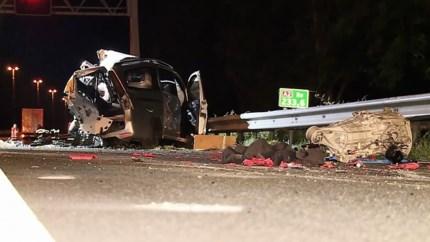 Twee personen zwaargewond bij ongeval tussen vrachtwagen en auto op A2