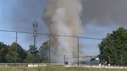 Explosiebestendige kraan nodig bij brand in bedrijfsgebouw Brunssum, gasflessen onbereikbaar voor brandweer