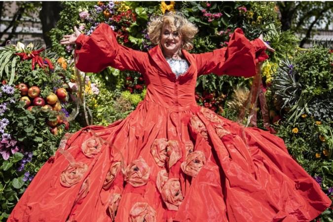 40 jaar Karin Bloemen: 'Als ik een normale jeugd had gehad, had ik misschien geen theater gedaan'