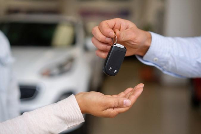Klanten verliezen hun auto en zijn woest op leasebedrijf Maasbracht: 'Dit is echt crimineel'