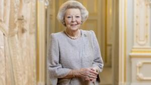 Prinses Beatrix aan linkeroor geopereerd