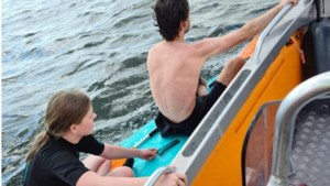 Reddingsbrigade Roermond helpt in de problemen geraakte watersporters