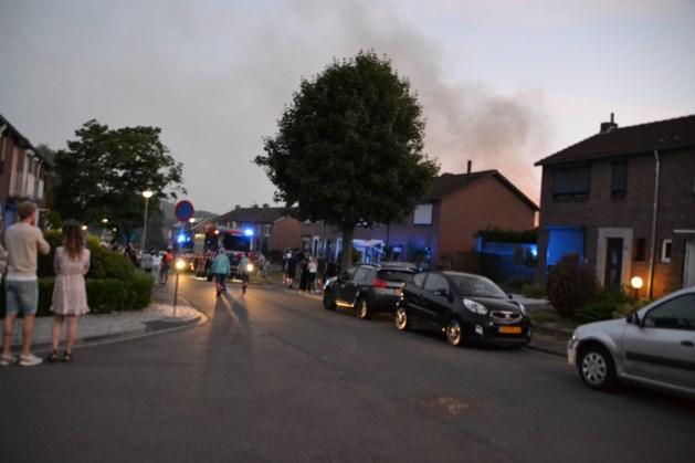 Straat afgezet vanwege brand in garage Landgraaf