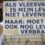 Video: Wake voor omgekomen varkens en blokkades van boeren in Nederweert verlopen rustig