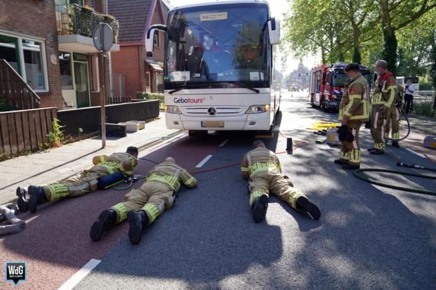 Bus lekt tientallen liters brandstof, weg in Weert afgesloten