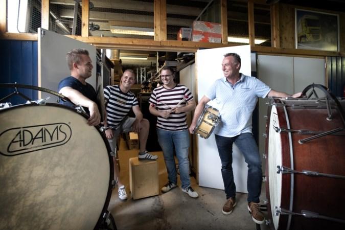 Rieu-percussionist Marcel Falize aan de slag bij tamboers van Sint-Rosa in Sibbe