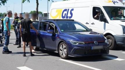 Video: Politie grijpt in bij conflict tussen inzittenden auto en verkeersregelaar in Weert