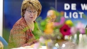 Hamer praat door met partijen, Hoekstra schuift twee keer aan